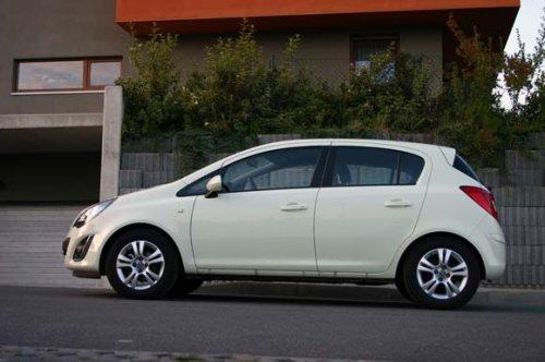 Prodám Opel Corsa 1.4 16V, nájezd 120000 km, výborný stav, vč. sady zimních pneumatik.