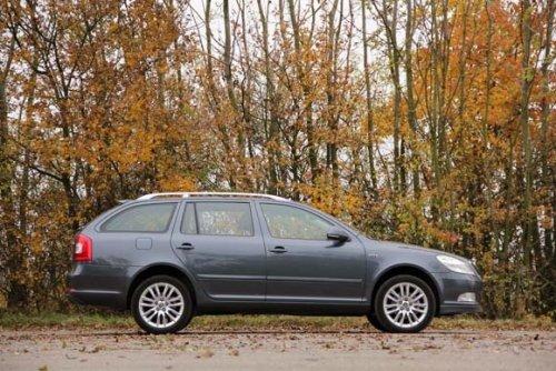 Prodám Škodu Octavii 2.0 TDI CR DSG. Vůz má najeto 178000 km a je ve výborném stavu. Druhý majitel.