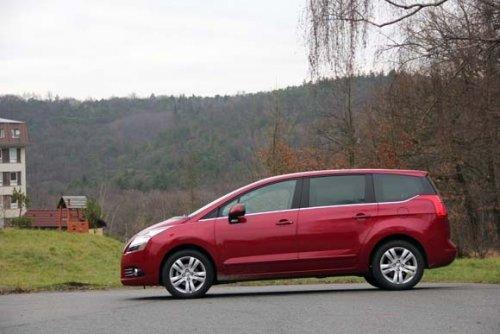 Prodám Peugeot 5008 1.6 e-HDI. Vůz má najeto 115000 km a je ve výborném stavu. První majitel.