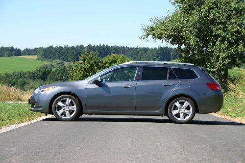 Prodám Hondu Accord Tourer 2.2 i-DTEC. Vůz má najeto 208000 km a je ve výborném stavu. Třetí majitel.