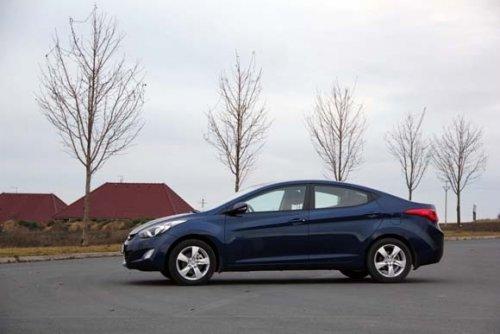 Prodám Hyundai Elentra 1.6i. Vůz má najeto 181000 km a je ve výborném stavu. Druhý majitel.