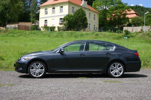 Prodám Lexus 450h, vůz má najeto 186000 km a je ve výborném stavu. První majitel.