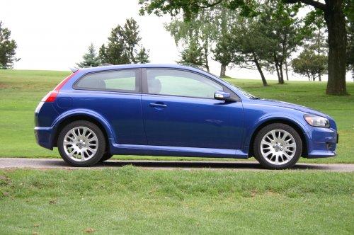 Prodám Volvo C30 1.6D, vůz má najeto 174000 km a je ve výborném stavu. Přidám zimní kola. 2. majitel.