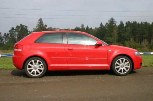 Prodám Audi A3 3.2 DSG, vůz má najeto 285000 km a je ve výborném stavu. + Zimní kola. Třetí majitel.
