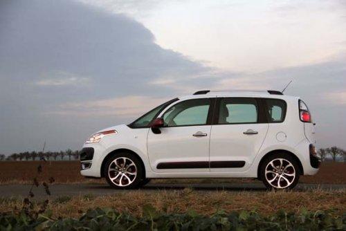 Prodám Citroen C3 Picasso 1.4 VTi, vůz má najeto 145000 km a je ve výborném stavu. + Zimní kola. 2. majitel.
