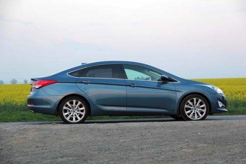 Prodám Hyundai i40 1.7 CRDi, vůz má najeto 214000 km a je ve výborném stavu. Přidám zimní pneumatiky, 2. majitel