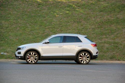 Prodám VW T-Roc, vůz má najeto 89000 km a je ve výborném stavu. + Zimní kola. 1. majitel.