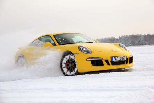 Zimní radovánky - Porsche 911 Carrera 4S PDK (TEST)