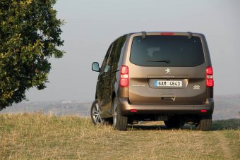 Peugeot Traveller 2.0 BlueHDI 4x4 Dangel - prostorný lev do nepohody